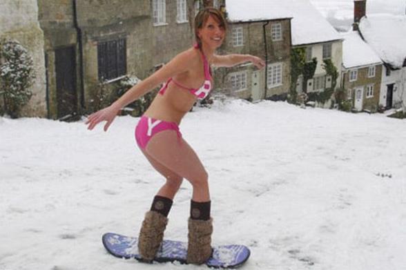Подборка сексуальных девушек в бикини зимой.